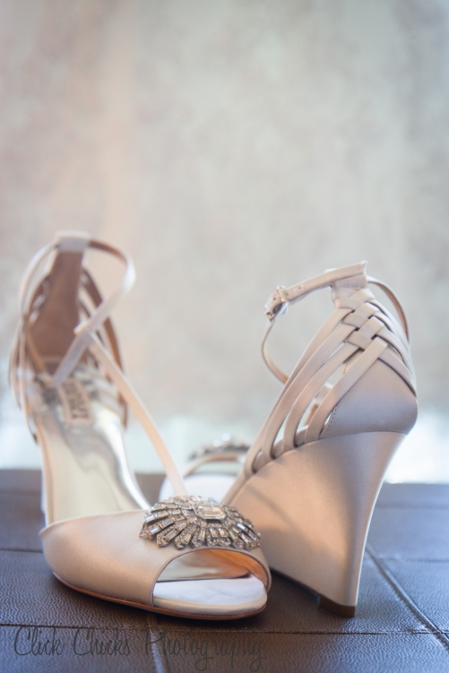 Let's talk about Stephanie's Badgley Mischka shoes! I've never seen a wedding wedge! She says they were uber comfoy.